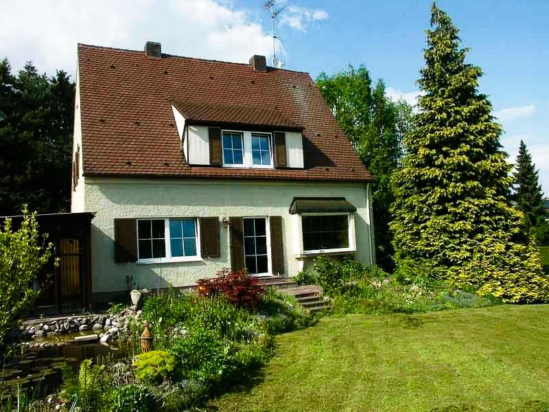 Einfamilienhaus mit großem Garten Stadtbergen