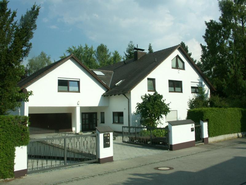 Mehrfamilienhaus Stadtbergen mit Schwimmhalle